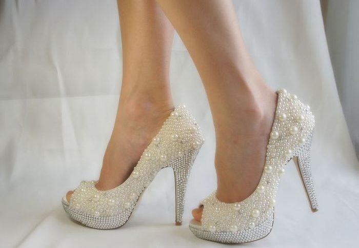 93daf0c1e8131b Чому нареченій в жодному випадку не можна взувати босоніжки і обов'язково весільні  туфлі мають бути тільки поношені