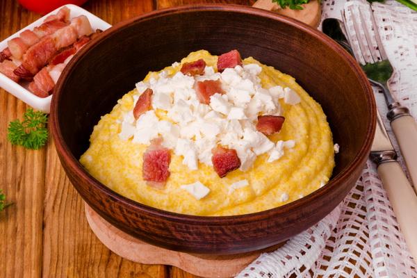 Чесно скажу, нічого смачнішого не їла, а чоловік каже, що банош – це в сто разів краще за будь-яке пюре чи кашу! Справжній, гуцульський – готуйте і смакуйте на здоров'ячко! – iBilingua